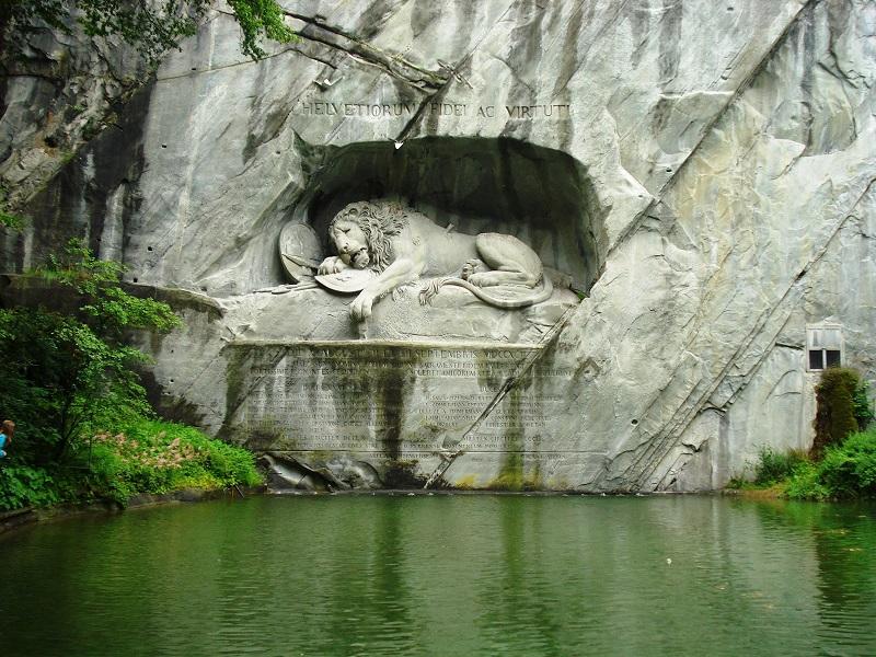 Kết quả hình ảnh cho Lion Monument - Tượng đài sư tử